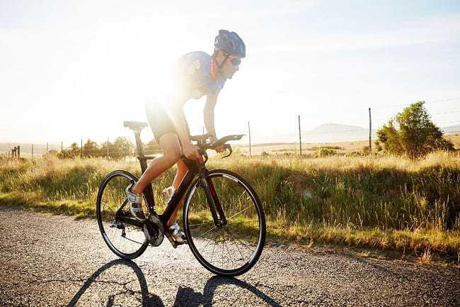 đạp xe giảm mỡ bụng